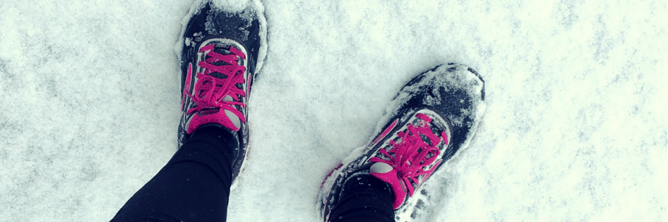 When snow begins to fall and the temperature drops, many runs head indoors to the treadmill. Here are some surprisingly awesome benefits of winter running that may leave you layering up and heading out for some cold weather runs.