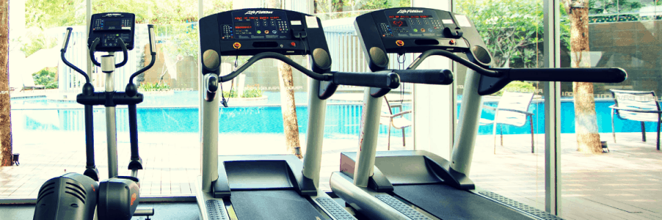 When the only option is a treadmill run, runners often find themselves plagued with boredom. These five tips will help you avoid treadmill boredom and make the most of your training. Whether it's winter or you're just stuck at the gym, running on the treadmill doesn't have to be a drag! Check out these fun treadmill workouts and game changing treadmill tips. #treadmillworkout #treadmillrun #treadmillboredom