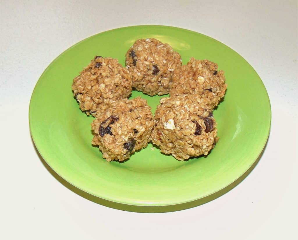 These pre and post run snack ideas will help boost your performance on the run and speed up your recovery! Enjoy these delicious nutrition options for runners to keep you fueled and healthy. Each snack is simple and easy to make for healthy food choices on the go. Add these recipes to your weekly running routine for some of the best pre run and post workout snacks! #prerunsnacks #postrunfood #snackideasforrunners