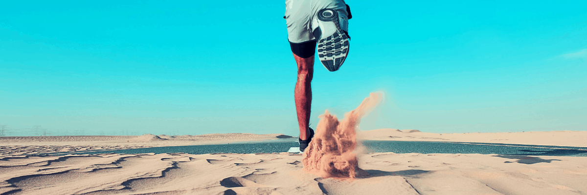 This hot weather running gear is essential for the summer running season. Check out this comprehensive guide to all the must have products, running clothes, accessories and gadgets you need to beat the heat on the run in any temperature this summer. #runninggear #summerrunning #hotweatherrunning