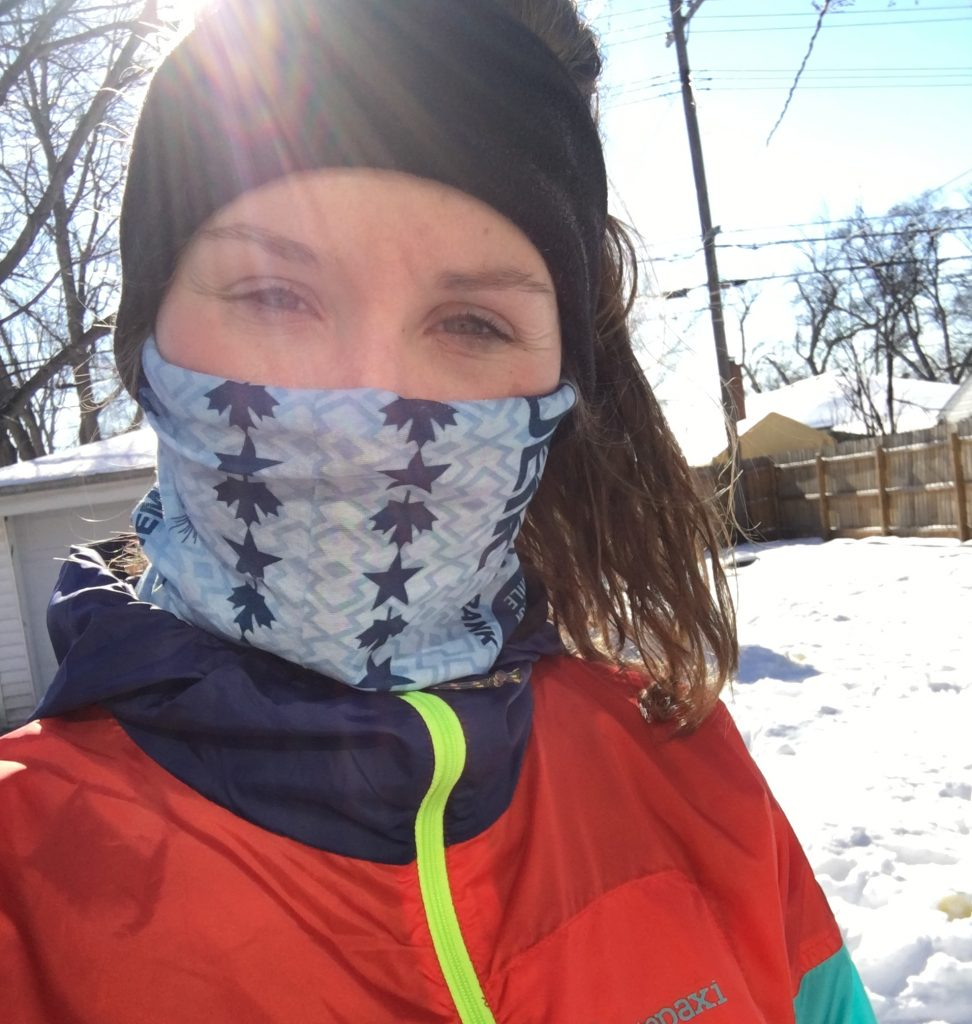 Deciding what winter running gear to wear in cold weather can be tricky. Here is what to wear and how to layer effectively for cold weather running at every temperature! Check out these tips for the best clothes to keep you warm and motivated this winter. #winterrunning #runninggear #coldweatherrunning #winteroutfit