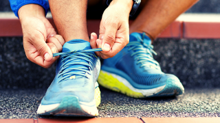 Knowing what to do before a half marathon or marathon is essential for beginners. Try these 10 pre race tips to prepare for your best race ever! #preracetips #marathontips #halfmarathontips