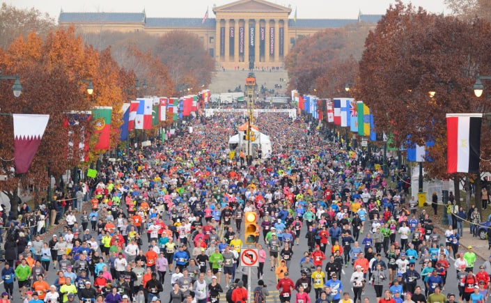 These fall marathons are definitely worth traveling for! Check out these 16 bucket list marathons to run in the U.S. With courses that are ideal for beginners and qualifying for Boston, there's a marathon race for every runner on this list. #fallmarathons #marathonstorun #marathonideas #bucketlistmarathons