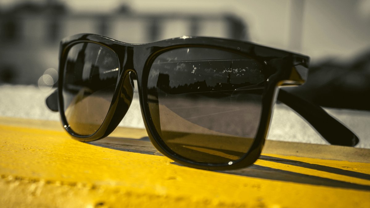 Check out the best running sunglasses of 2020! Tons of budget friendly options of sunglasses for women and men, with brands like Goodr, Oakley, Sunski and more. Get the break down of the lightest, most durable sunglasses for runners as well as detailed reviews. #runningsunglasses #sunglassesforrunners #runningaccessories