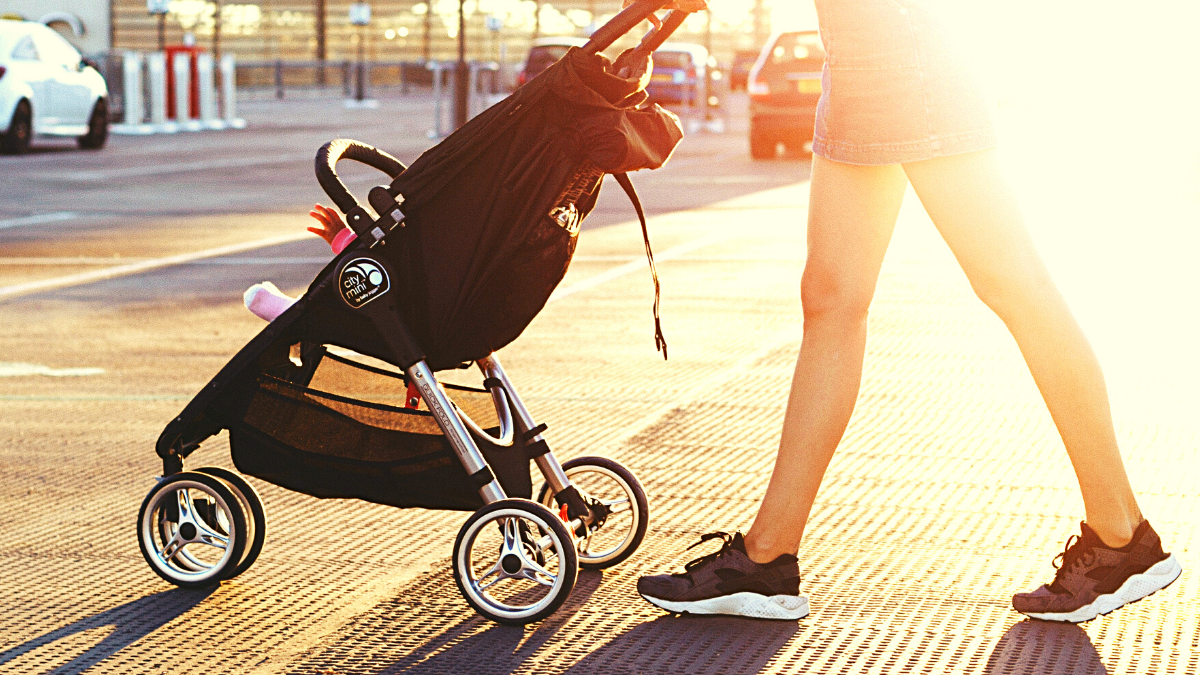 These 9 stroller running tips will help you easily run with your baby. Stick to a stroller running plan anytime of year to keep training even with a baby. #strollerrunning #strollerjogging