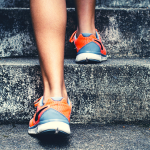 Here are 5 practical ways to prevent running blisters! Plus some simple treatments if you have blisters on your feet from running. #runningblisters #toeblisters