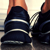 Here are 7 tips to avoid peeing while running and rid running incontinence once and for all. Many runners pee while they run, and luckily, it's relatively easy to fix. #peeingwhilerunning #peewhileirun #runningincontinence